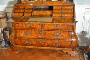 meja kerja antik nan eksentrik belanda