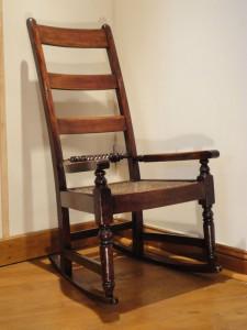 kursi goyang antik perancis nyaman