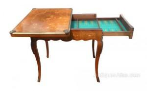 Meja Permainan Antik Eropa